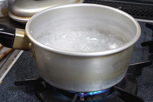金沢カレーを鍋であたためる